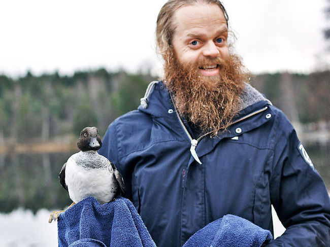 04-Bearded-Guy-Rescues-Duck